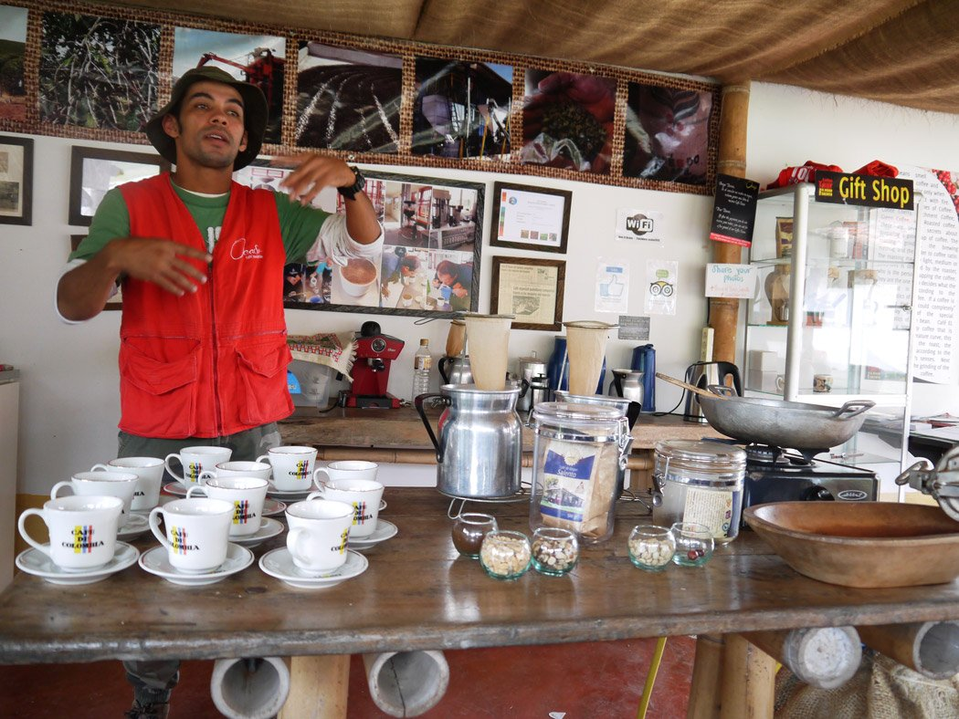 Coffee tasting Zona Cafetera, Salento. Backpacking Colombia.