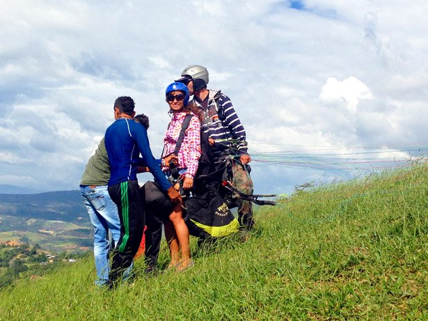Alya getting ready for take of, paragliding, San Gil. Backpacking Colombia