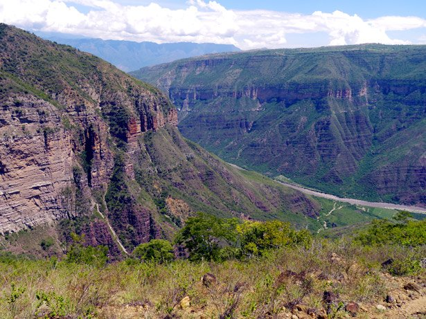 A beautiful 2 day hike through the Chicomocha canyon from San Gil. Backpacking Colombia
