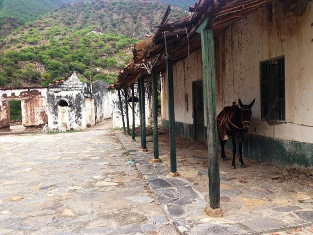 Hiking through a colonial 'ghost town' from San Gil