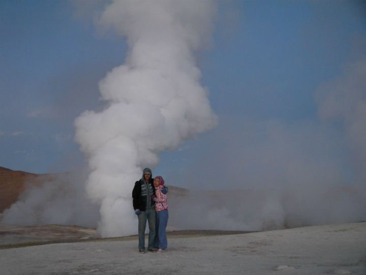 "Campbell and Alya between the ""Sol de Mañana"" geysers. Uyuni travel guide"