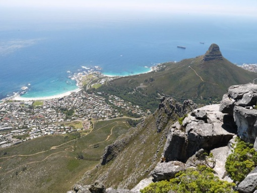 Maak nie saak waar in die wereld ons gaan nie, daar is maar min plekke so mooi soos die kaap. Leeukop van Tafelberg af geneem, tydens Alya se besoek 2015/2016.