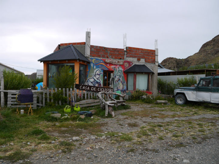 """Casa Cyclistas, """"free"""" campsite, legendary among cyclists in Patagonia"""