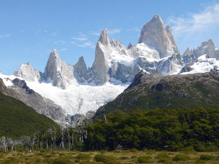 Cerro Fitzroy mount. El Chalten trekking guide