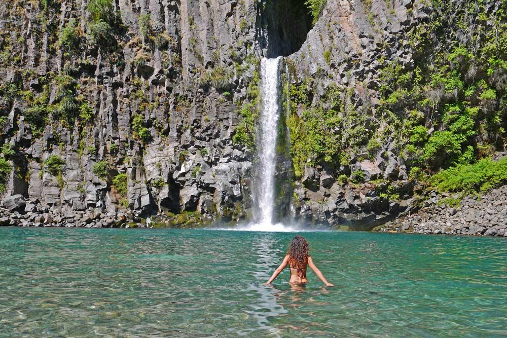 Alya in the water of the crystal-clear pool in Siete Tazas