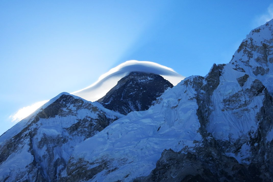 ice cloud over everest