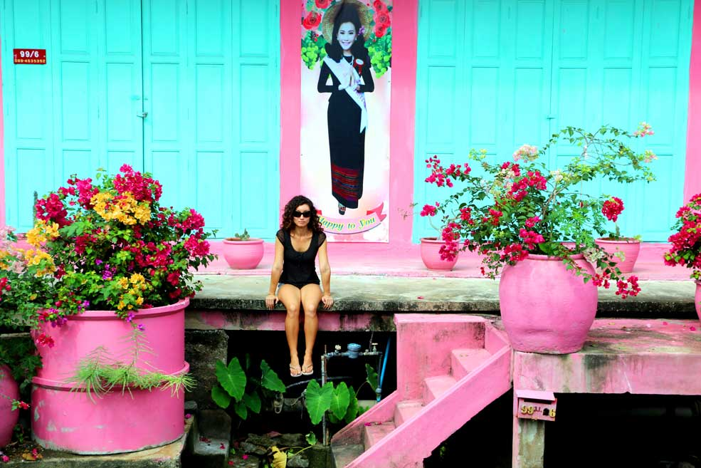 Colorful house at Damnoen Saduak floating market
