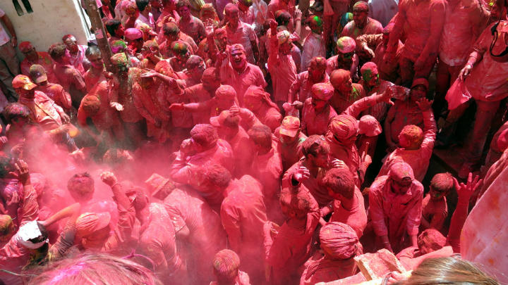 travel rajasthan Holy Festival, the biggest color fight in the world!