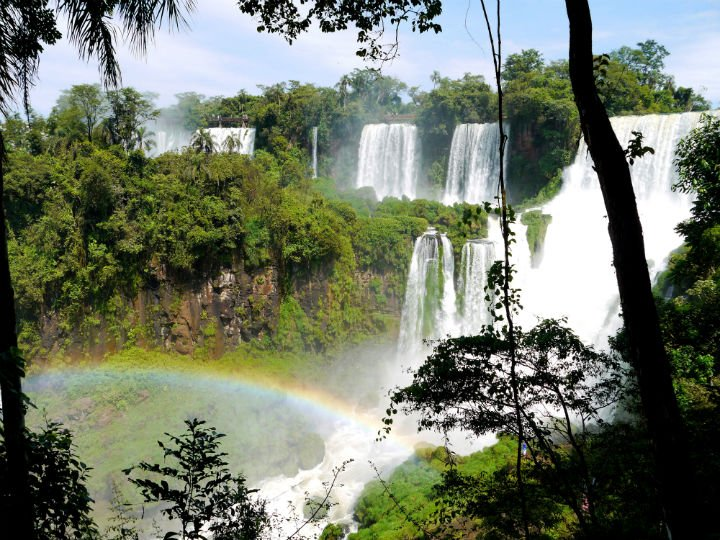 Iguazu features 275 individual drops stretching for 2700m over the border between Brazil and Argentina