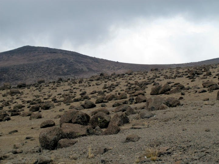 kilimanjaro trek alpine desert zone