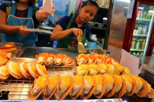 Delicious waffles in MBK shopping center. Bangkok city guide