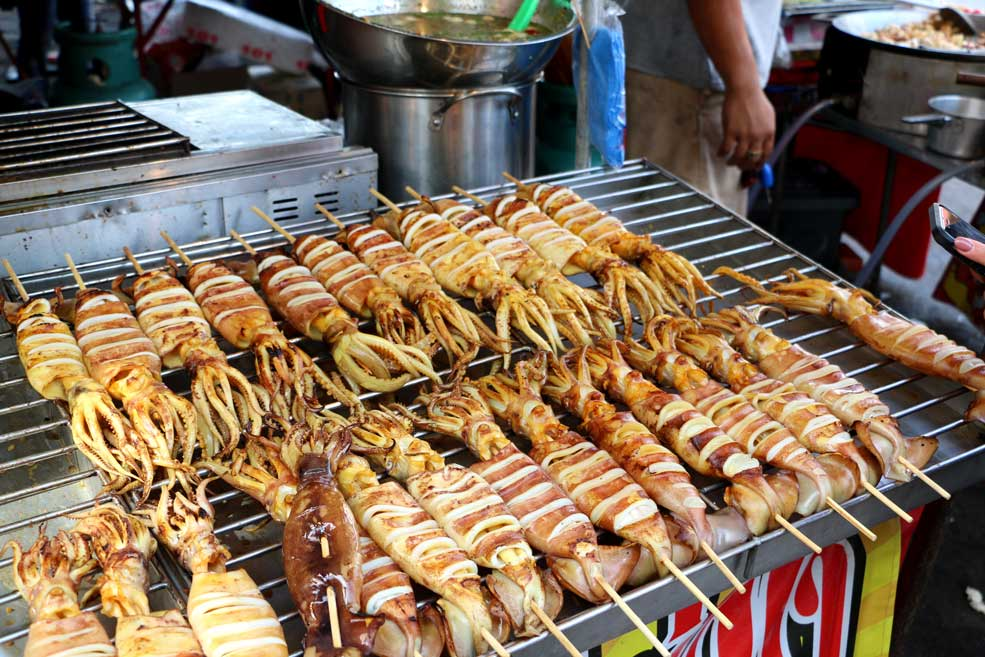 Grilled squids stuffed with squids eggs, delicacy!