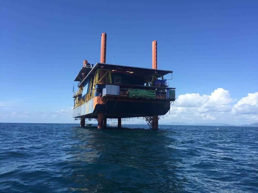 Seaventures scuba oil rig