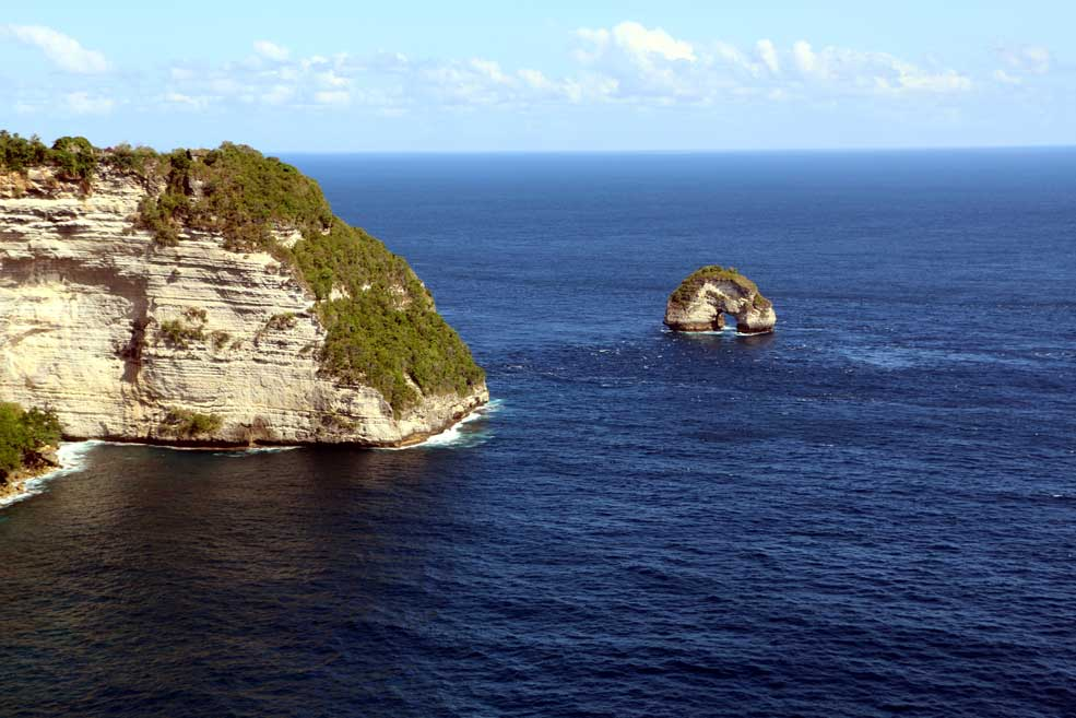 Banah cliff from Sunset Point. Nusa Penida backpacking guide