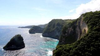Breathtaking views over the cliffs. Nusa Penida backpacking guide