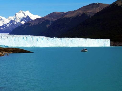 Tour boat compare to the size of the glacier looks like a tiny kayak. Perito Moreno backpacker's guide