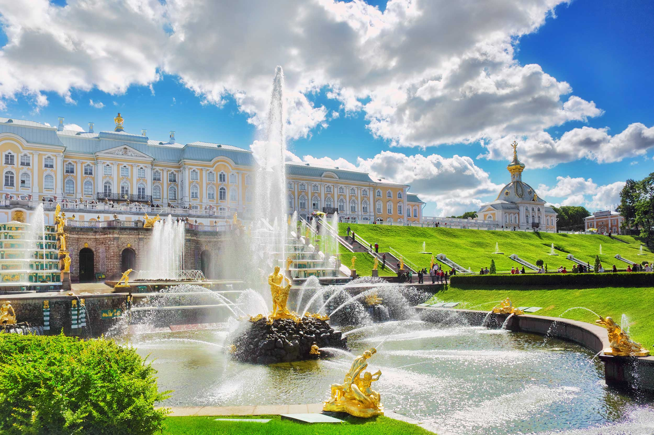 Peterhof palace and the Big cascade fountain complex. St.Petersburg 3 day itinerary