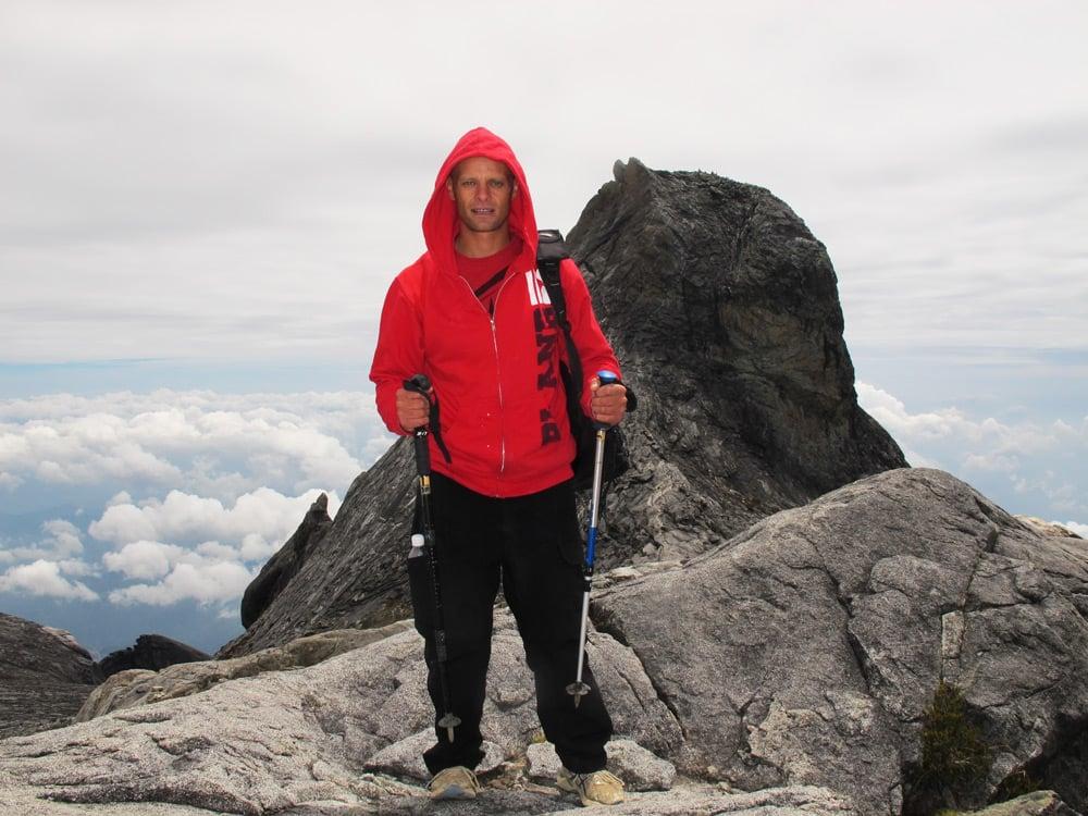 hiking mount kinabalu