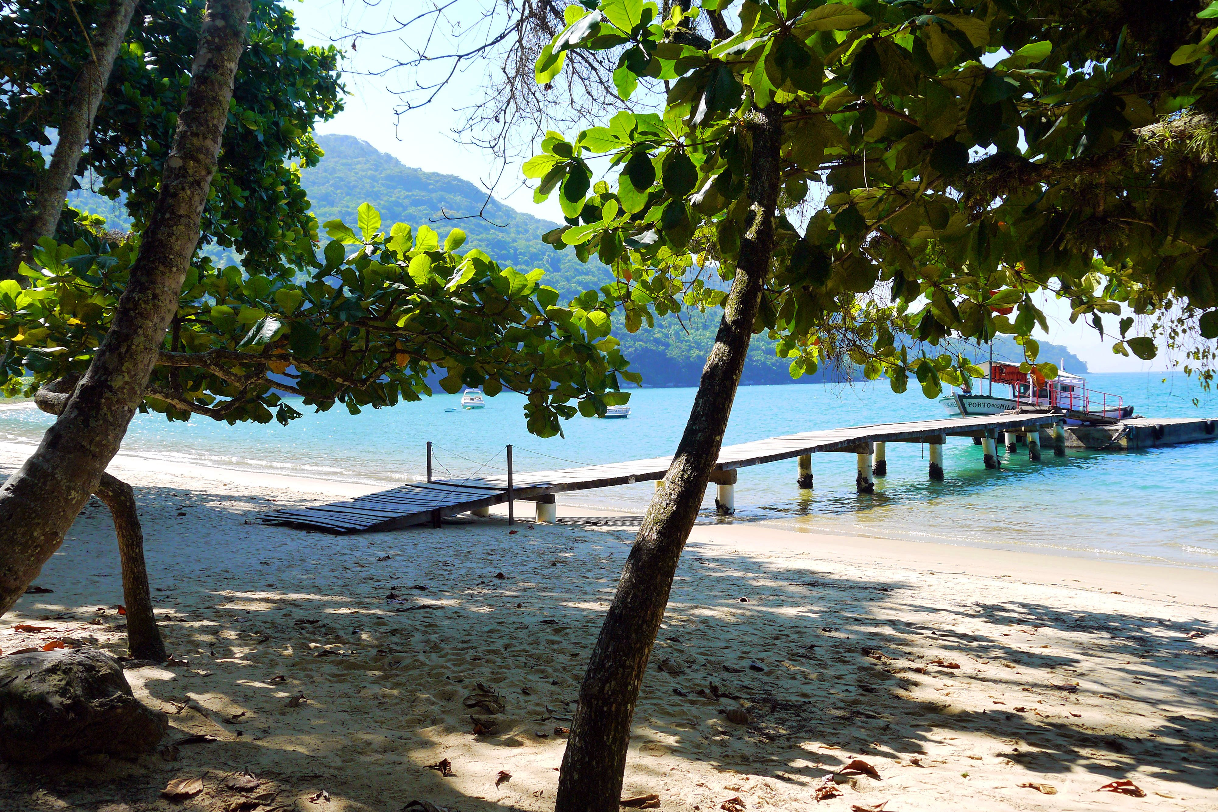 Pouso beach, hiking Ilha Grande, Brazil