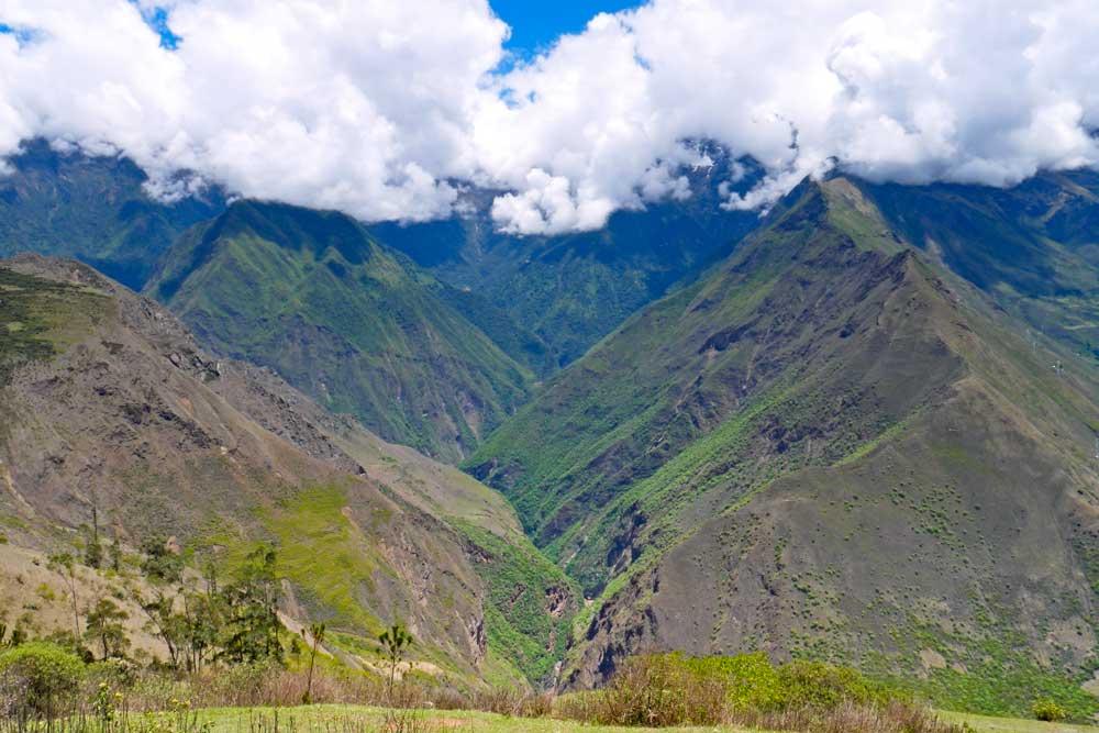 A stunning view of the mountain range on the trek