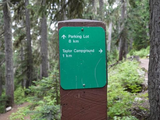 trail signs in garibaldi national park
