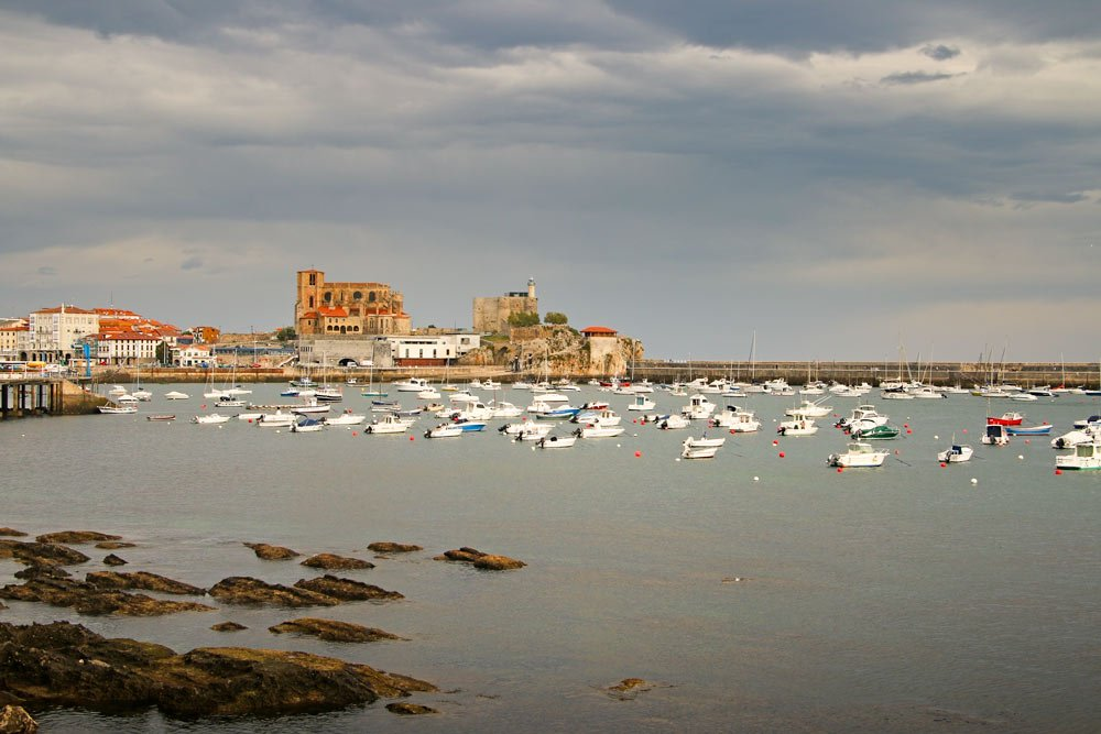 The historical center of Castro Urdiales and the harbor