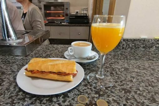 A 3-Euro breakfast on the Camino with a sandwich, coffee and orange juice