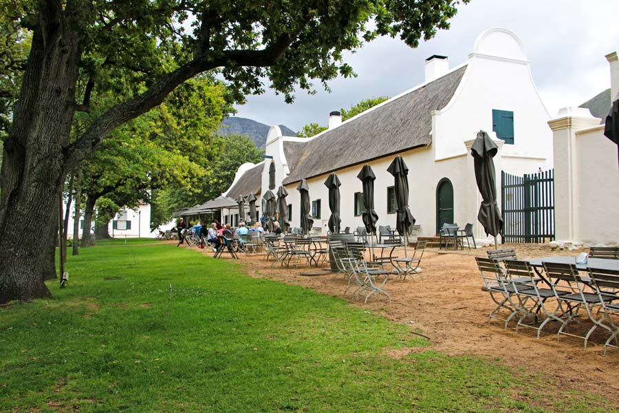Jonkershuis, dine under huge oak trees at the famed Manor House